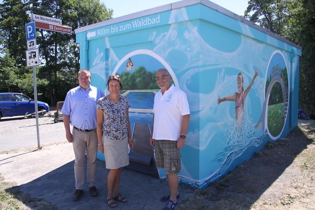Avacon-Trafostation auf dem Maschplatz macht Lust aufs Schwimmbad